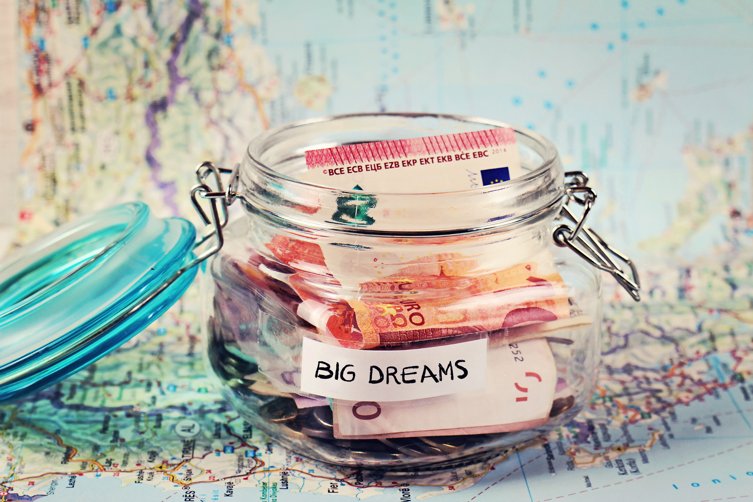 Piggy-bank-woth-words-Big-Dreams-on-travel-map.-540827728_2700x1800.jpeg