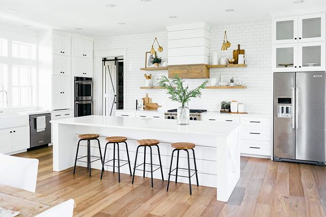 Kitchens are my favorite spaces to photograph! It's where everyone trends to gather and it's where the food lives! Who doesn't love a good kitchen inspiration? - - -  Want to see more? Check out Farmhouse Living (@shopfarmhouseliving )for the whole gallery & blog post. 😊💕🏡