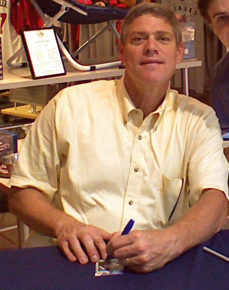 Dale Murphy  By Whitney & Matt Dellinger from Atlanta, GA, USA: Meeting Dale Murphy at CNN Center  CC BY 2.0  https://commons.wikimedia.org/w/index.php?curid=2904399