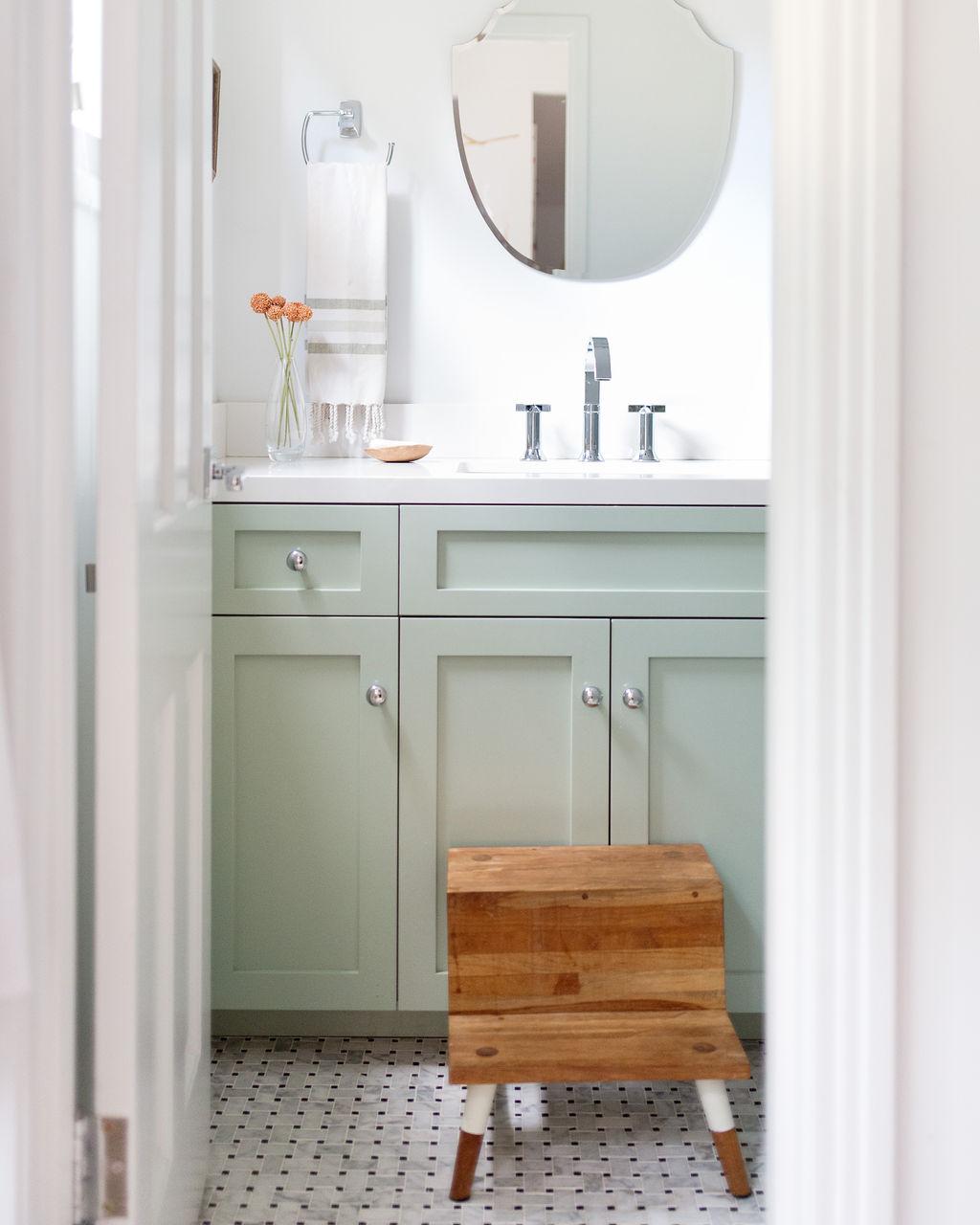 los angeles interior designer casual comfortable bathroom