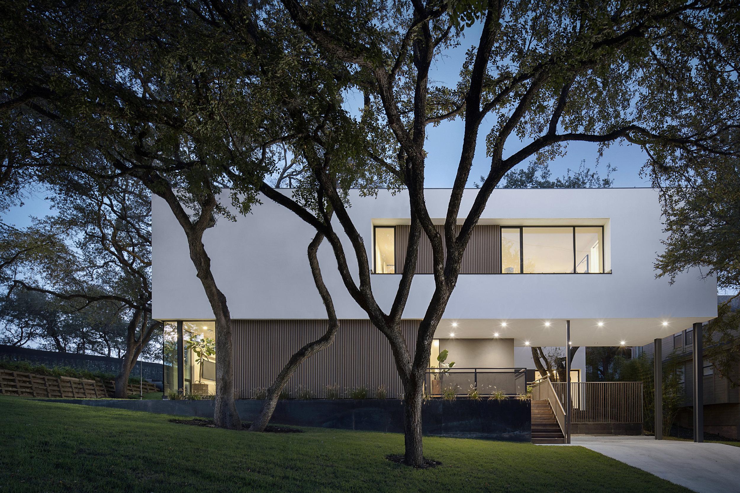 Court Duplex Residence   Alterstudio / Becky Fuller Homes  Austin, TX  © Jonathan Dean