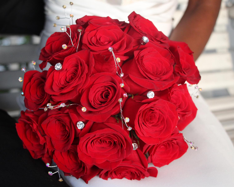 red-roses-bridal-bouquet-le-jardin-on-park.jpg