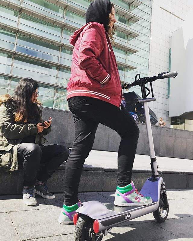 Macba #electricscooterfun #ecotransportation #alternativetransportation #mymeeko #meekoinmotion #bcnrider #bcntourism #ecotransport #greentransportation #greentransport  @bcnrider #patineteelectrico #patineteselectricos #patinetedesign #patineteeléctrico#ecofriendly #ecosoul #turismbcn #alquilerpatineteselectricos #alquilerpatineselectricosbarcelona #turismbarcelona #turismo