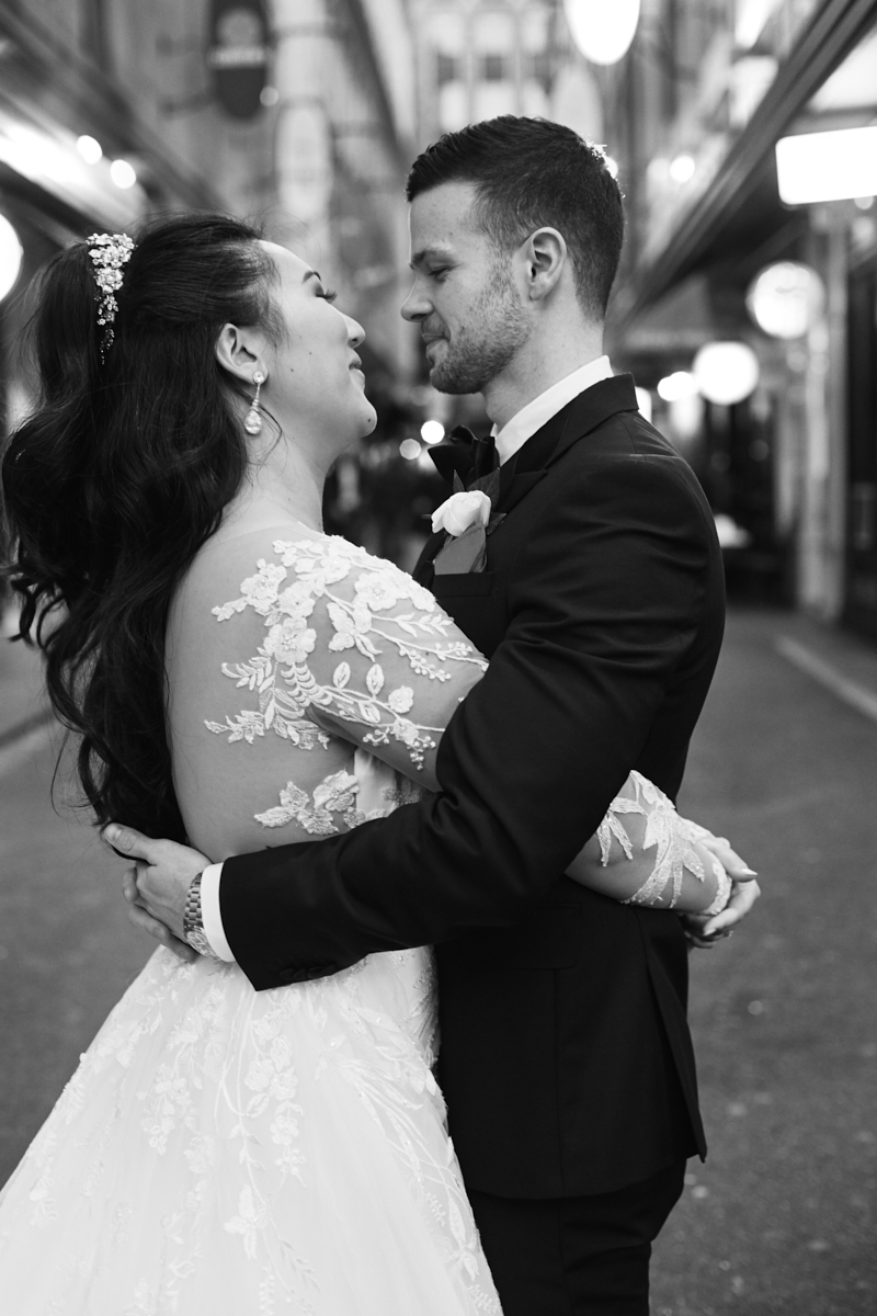 Black and white image of wedding couple in a Melbourne laneway