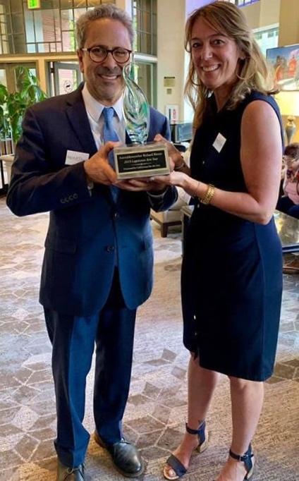 Assemblymember Richard Bloom receives the 2019 Legislative Arts Star Award
