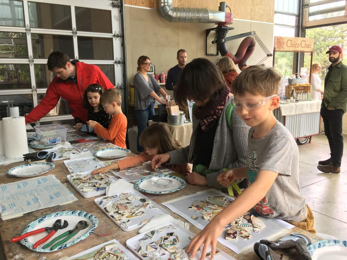 Quake Mosaic Public Workshop at Napa Makes 2018, photo by Kristina Young