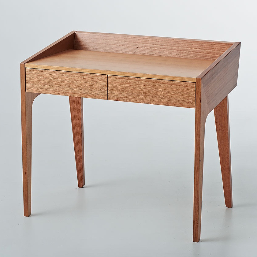 Reflect desk
