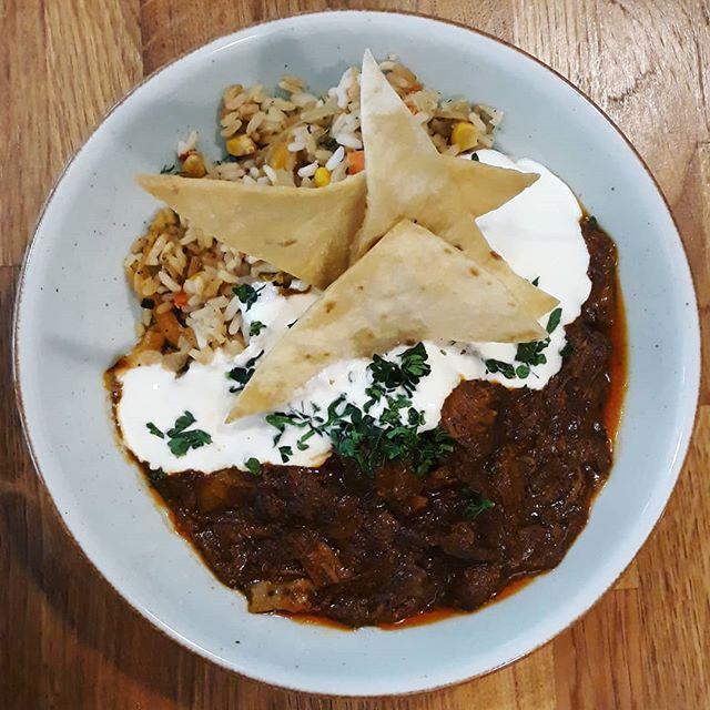 Dagens tips heter Texas no bean chili på högrev, hemmagjorda nachos, grönsaksris och gräddfil 😋😍😋🍺