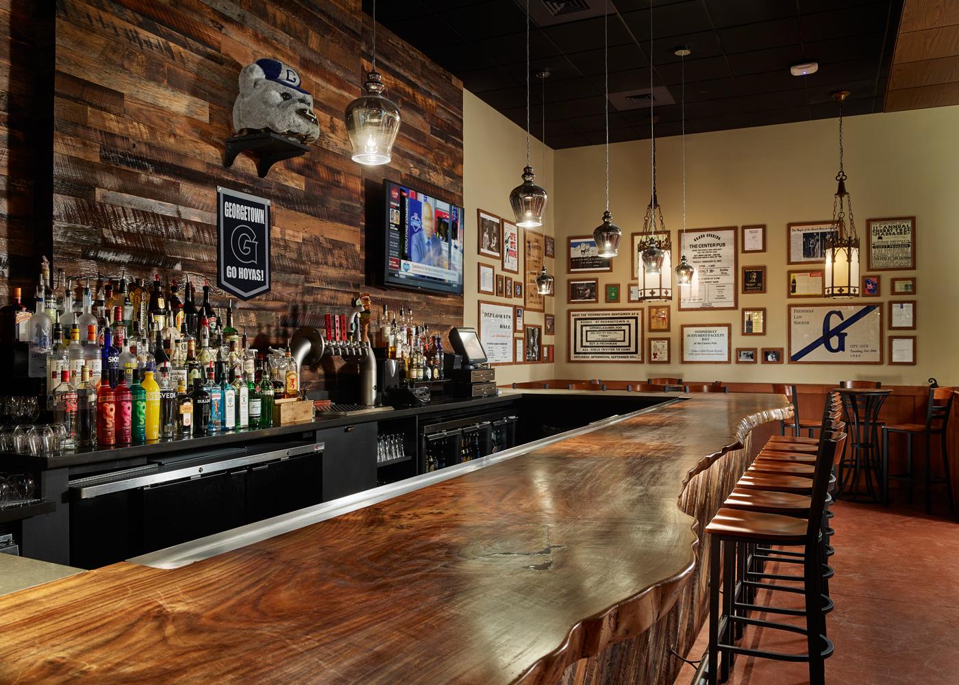 01-GU-Pub-Bar.jpg