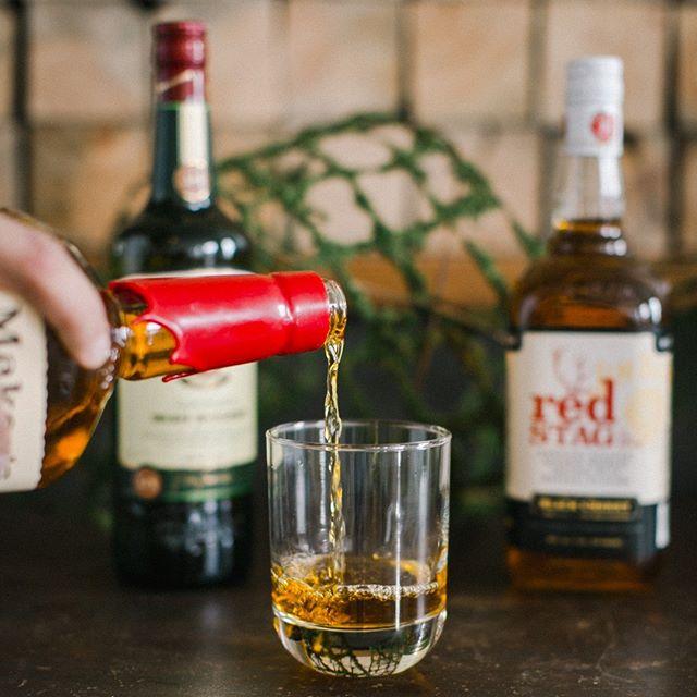 Keepin' it handsome and neat. . . . . . . #whiskey #makersmark #whiskeyproposition #luminaryfern #npeventspace #brainerdwedding #bartender #weddingbar