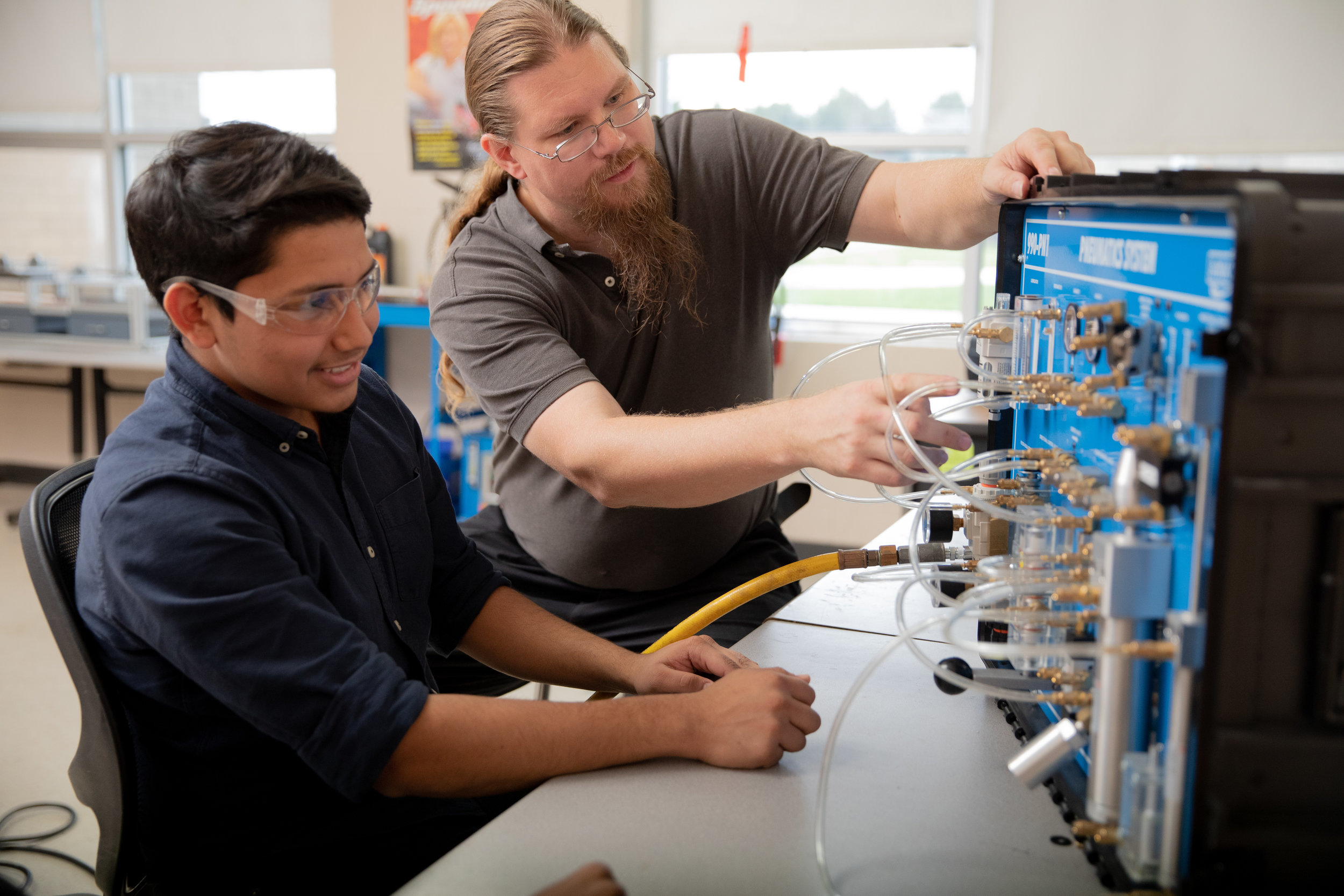 Use your industry skills and knowledge - to teach MNPS students as a Career and Technical Education (CTE) teacher within the Academies of Nashville.