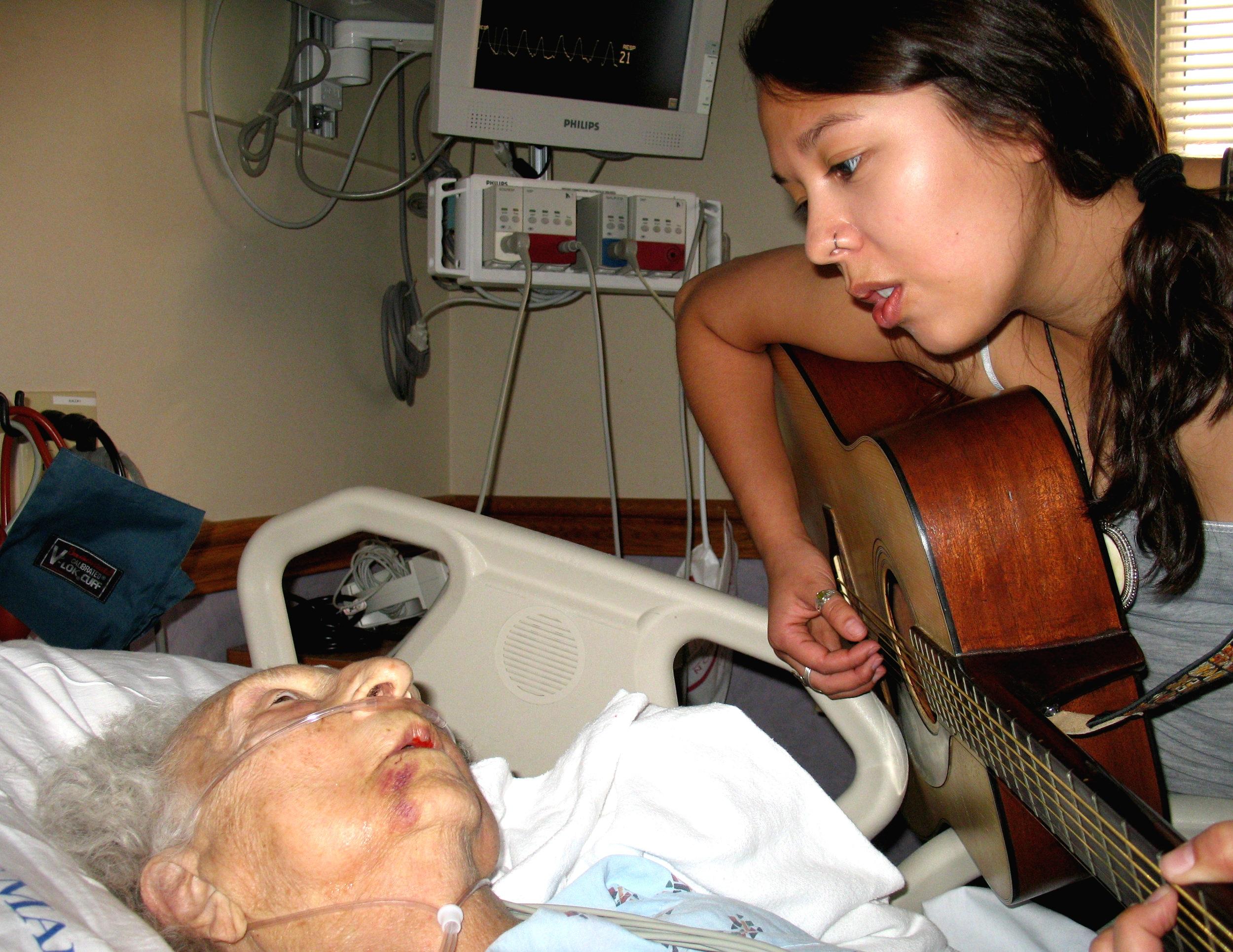 Amanda+Grandma+Hospital2.jpg