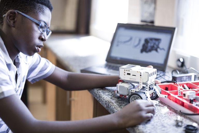 schoolboy-with-laptop-in-robotics-class-585835427-588eea663df78caebc9f1ca9.jpg