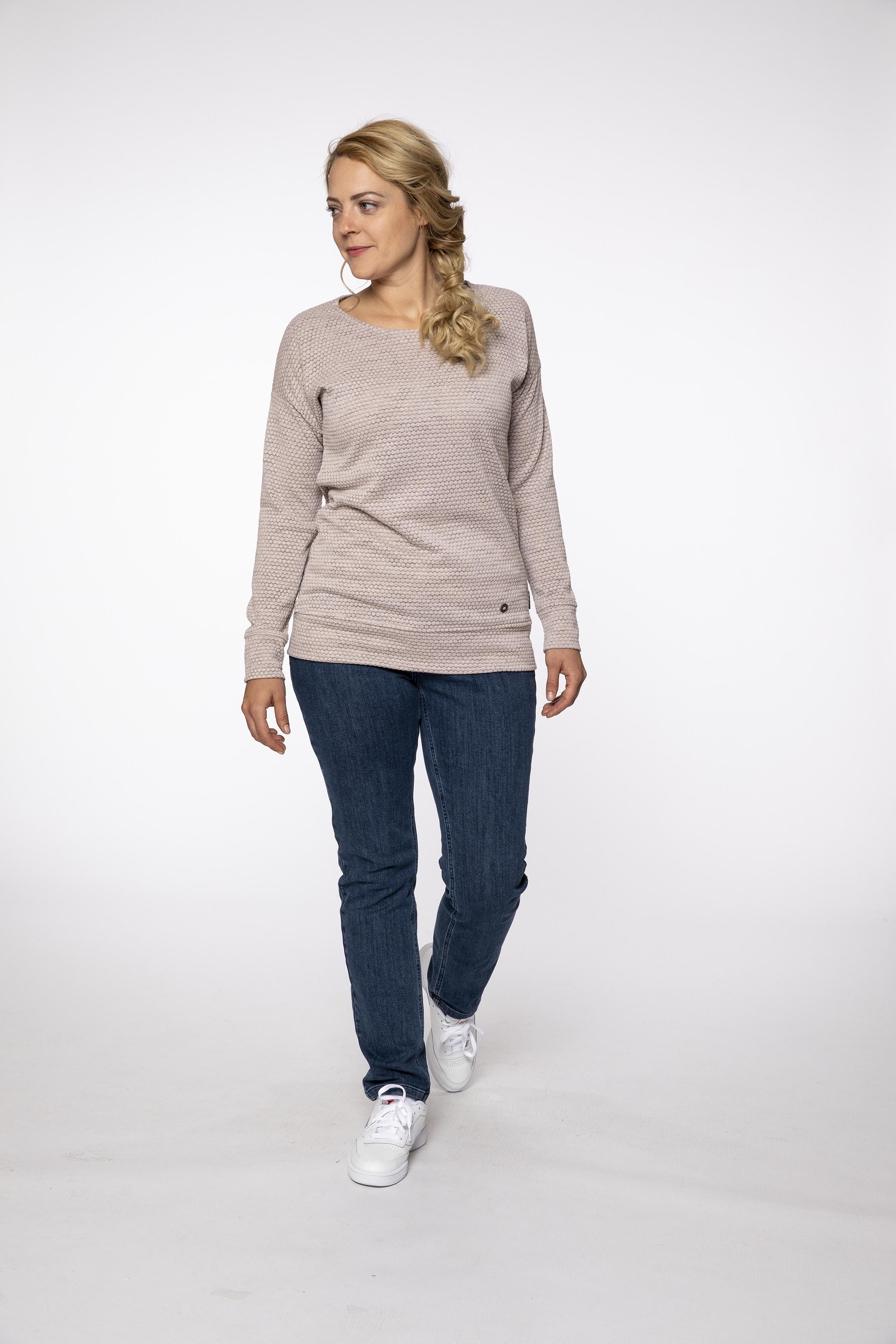 fleece pullover:  SEASIDE   denim pants:  BLUEMOON