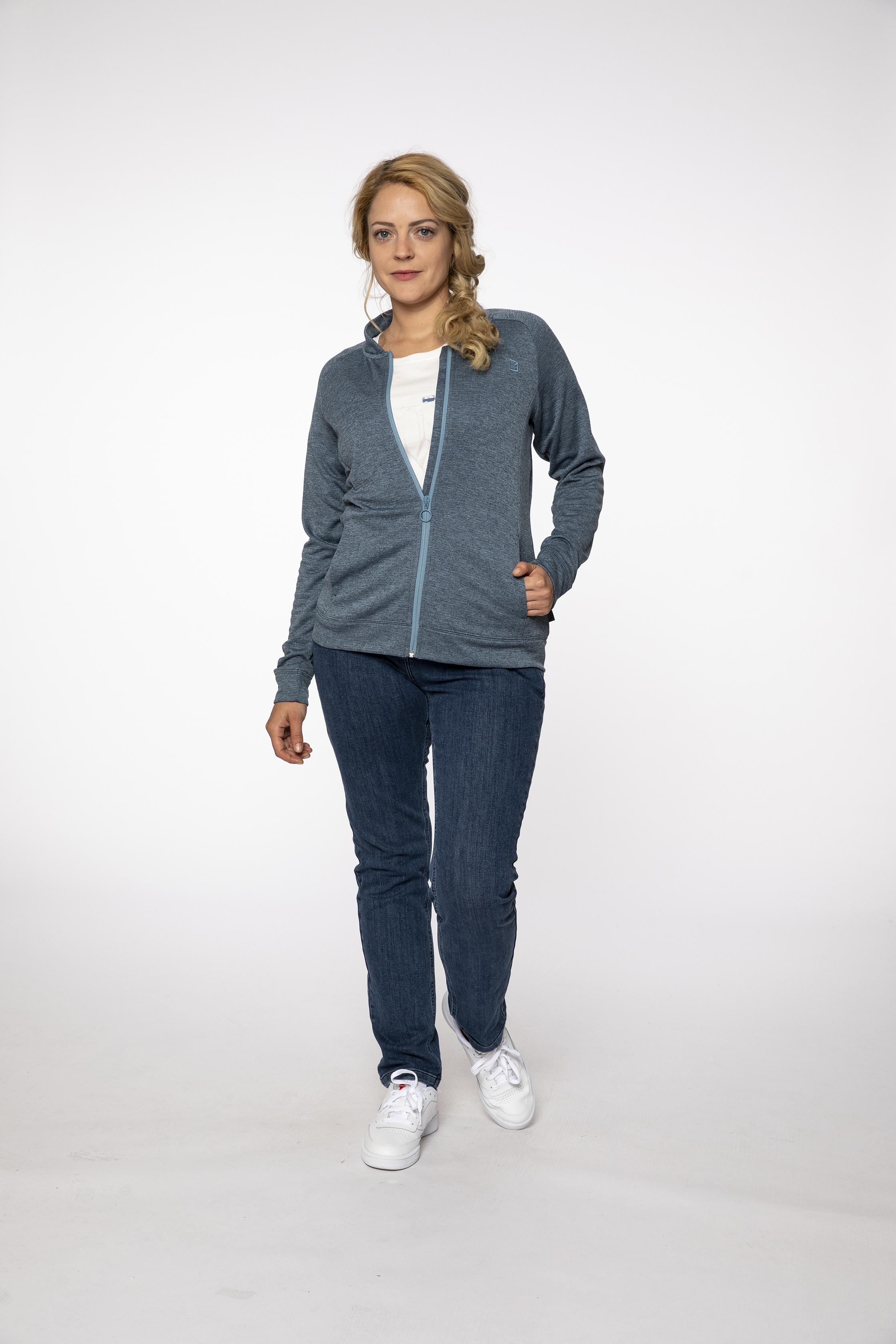 fleece jacket:  CHITCHAT   denim pants:  BLUEMOON