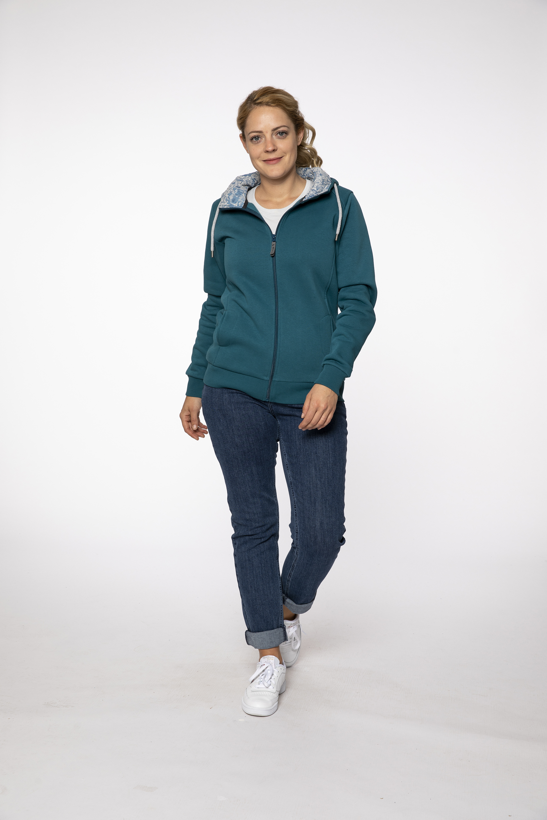 sweat jacket:  ALOHA   denim pants:  BLUEMOON