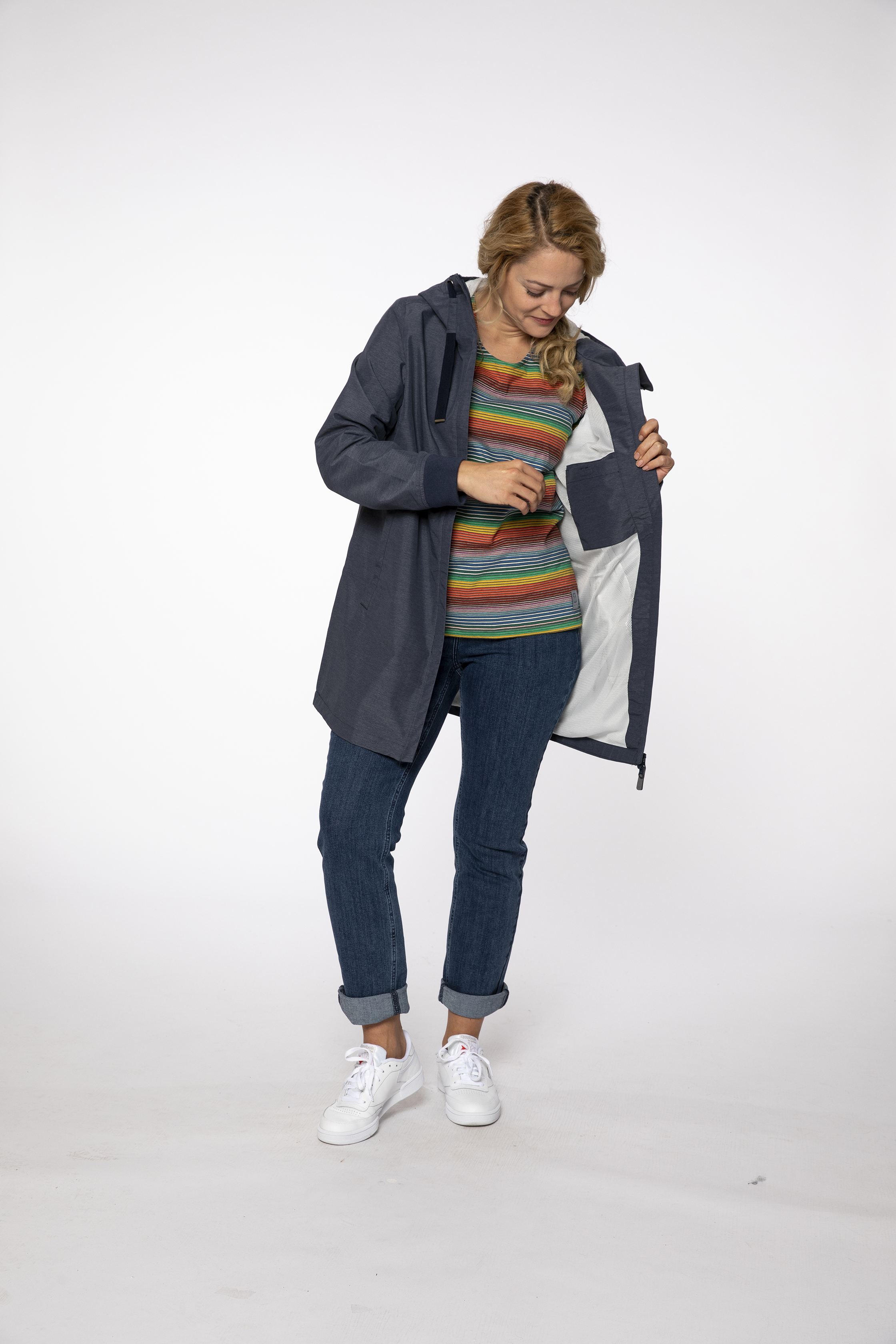 waterproof coat:  FUNPARC   t-shirt:  WONDERFUL