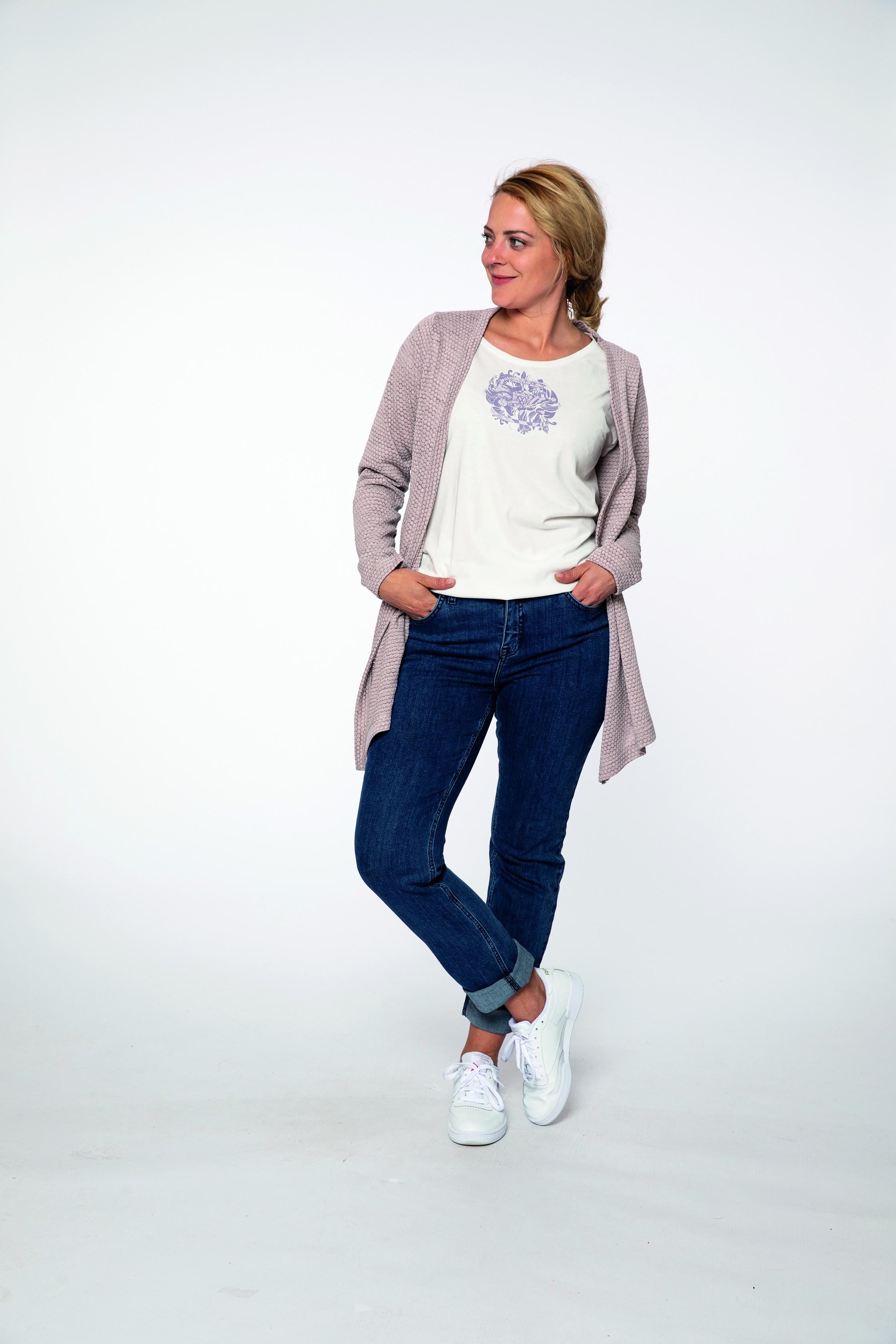fleece jacket:  FLOWERCHILD   t-shirt:  SHIMMER   denim pants:  BLUEMOON