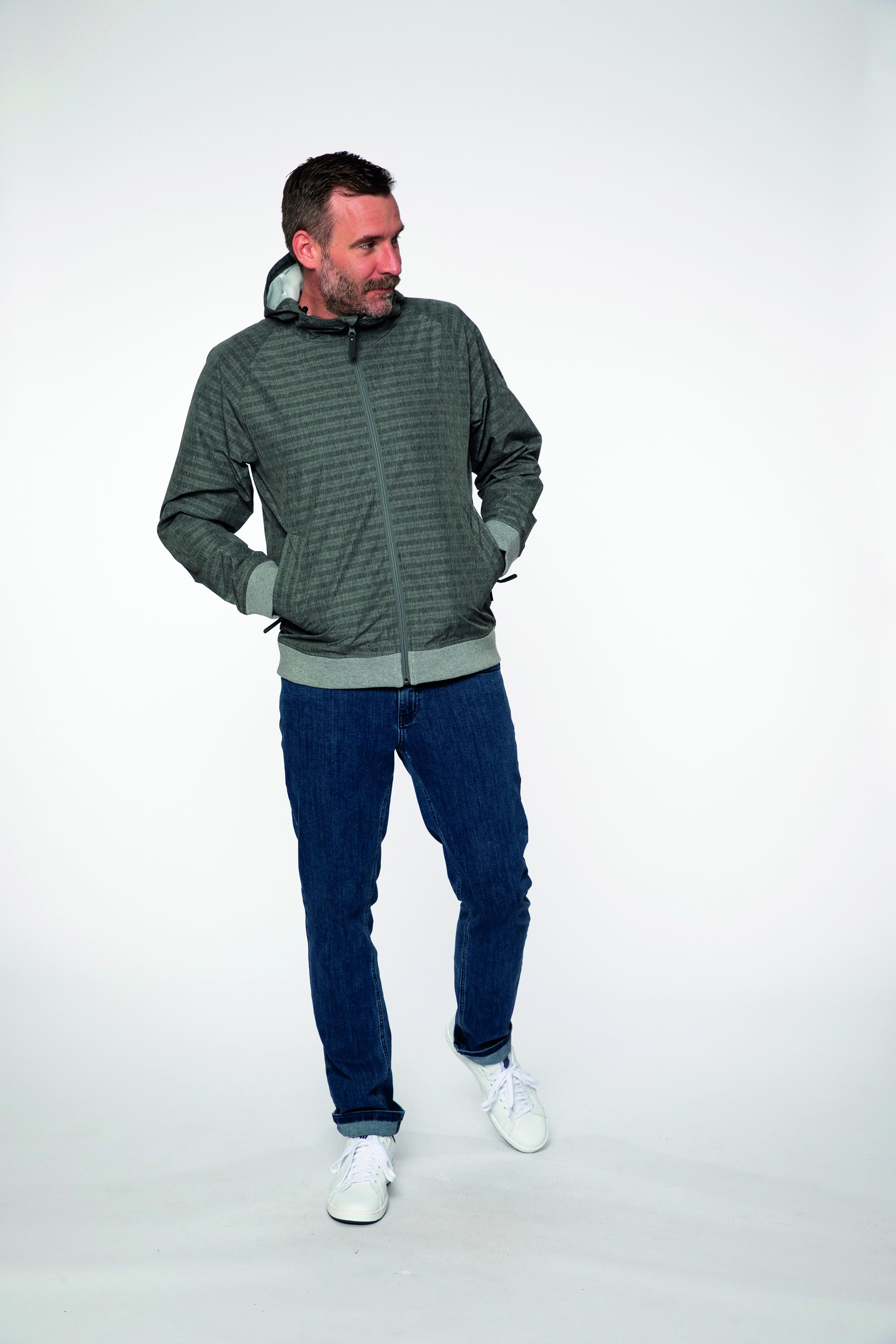 waterproof jacket:  ROAMTHECITY   denim pants:  COMPAGNON