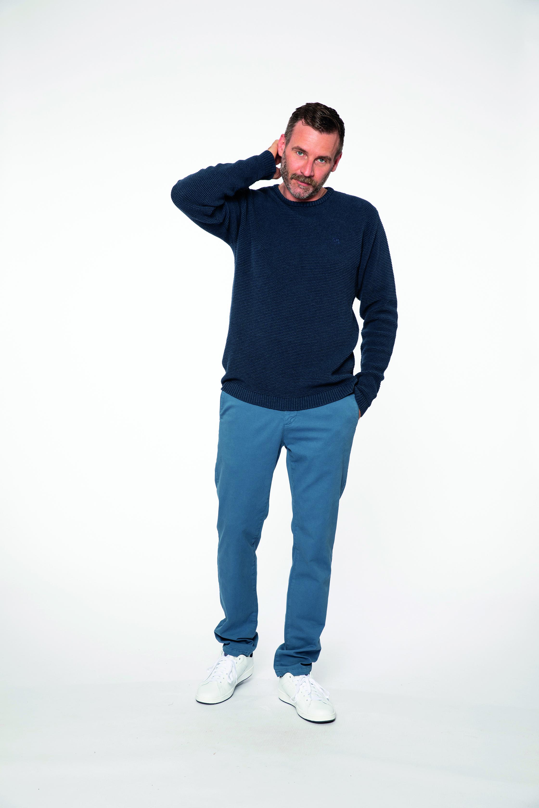 knit pullover:  ONEWAY   chino pants:  INTHEMOOD