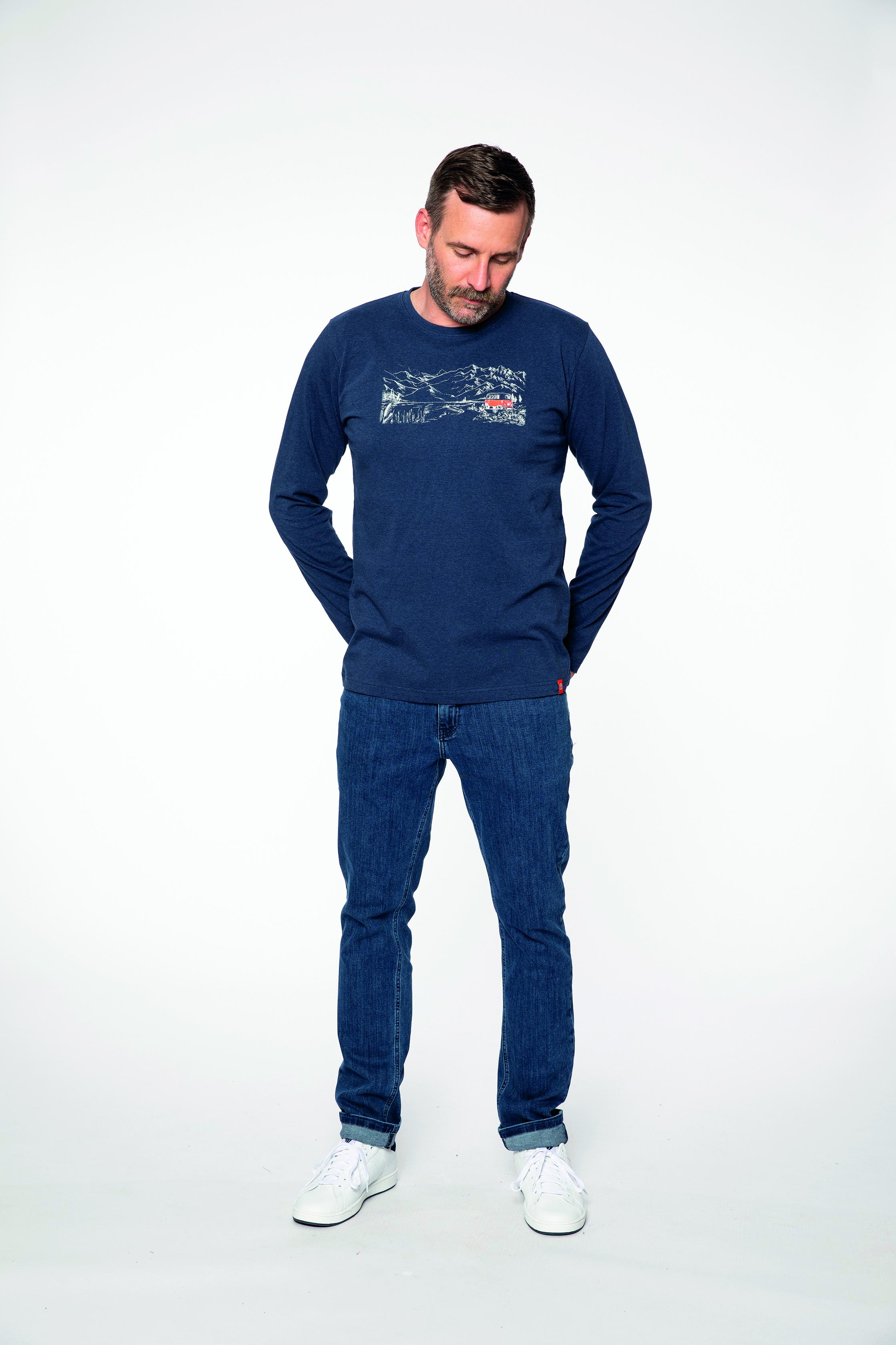 longsleeve:  SILENCE   denim pants:  COMPAGNON