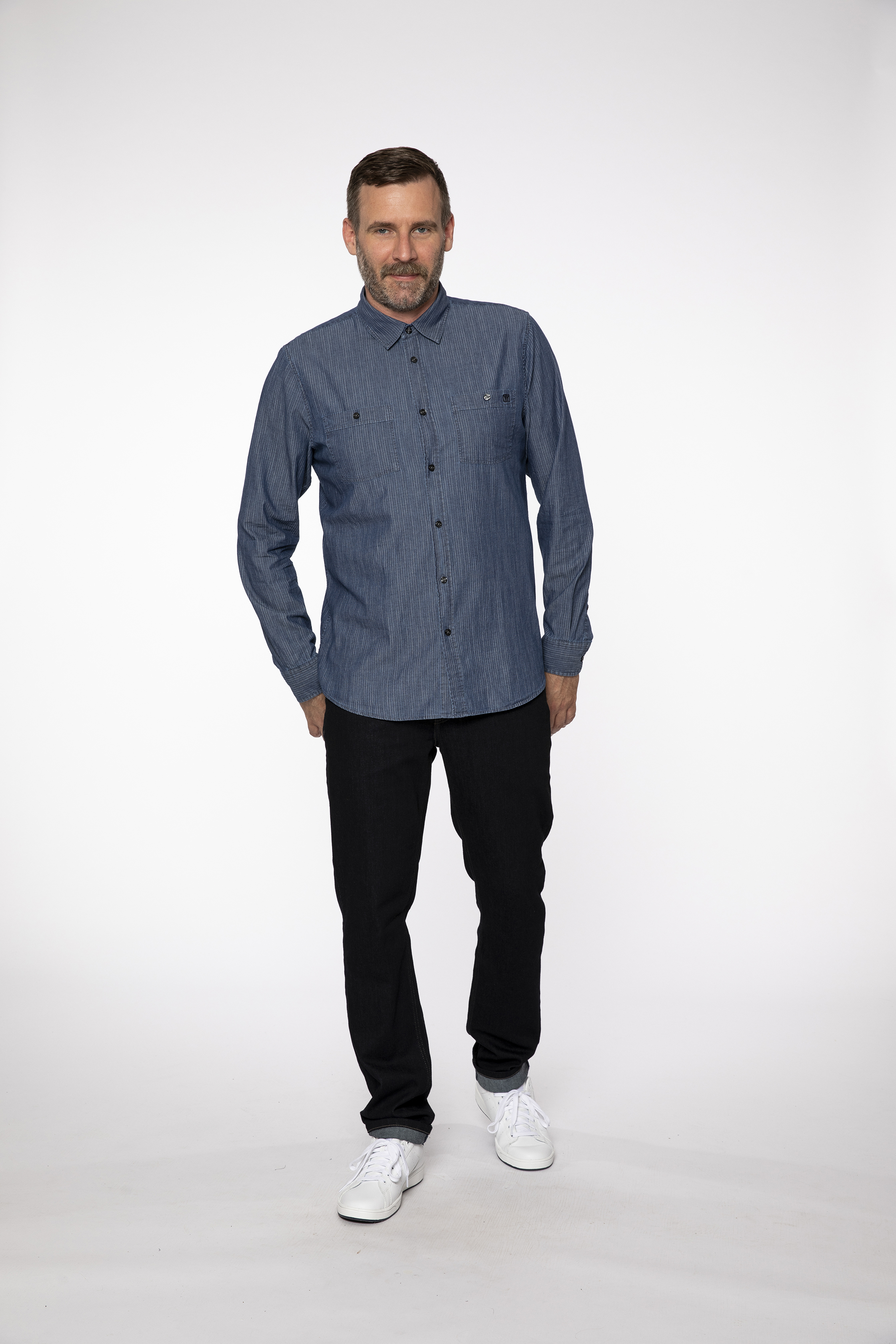 woven shirt:  TAILORMADE   denim pants:  COMPAGNON