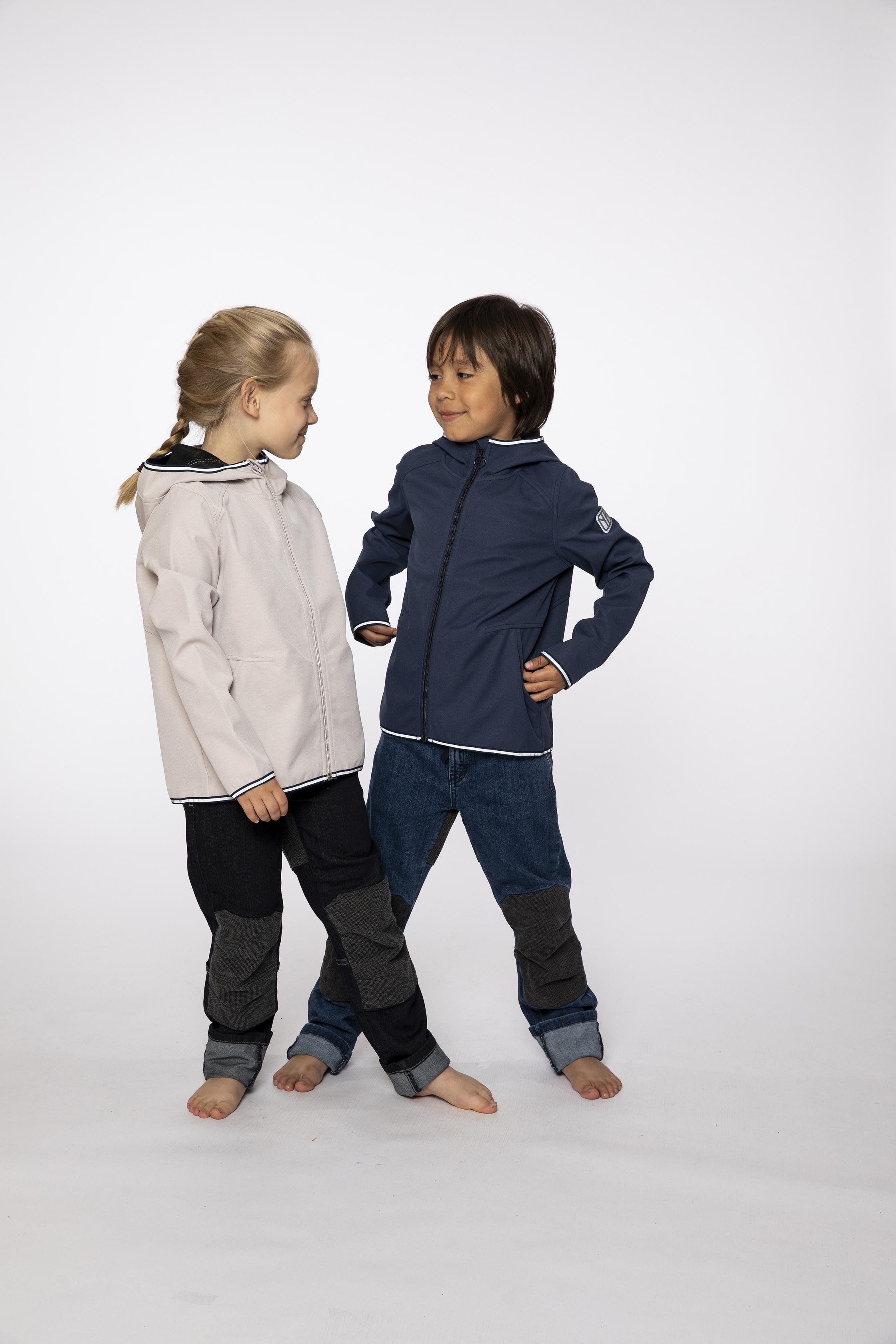 softshell jacket:  SMOOTHIE   denim pants:  BESTBOY