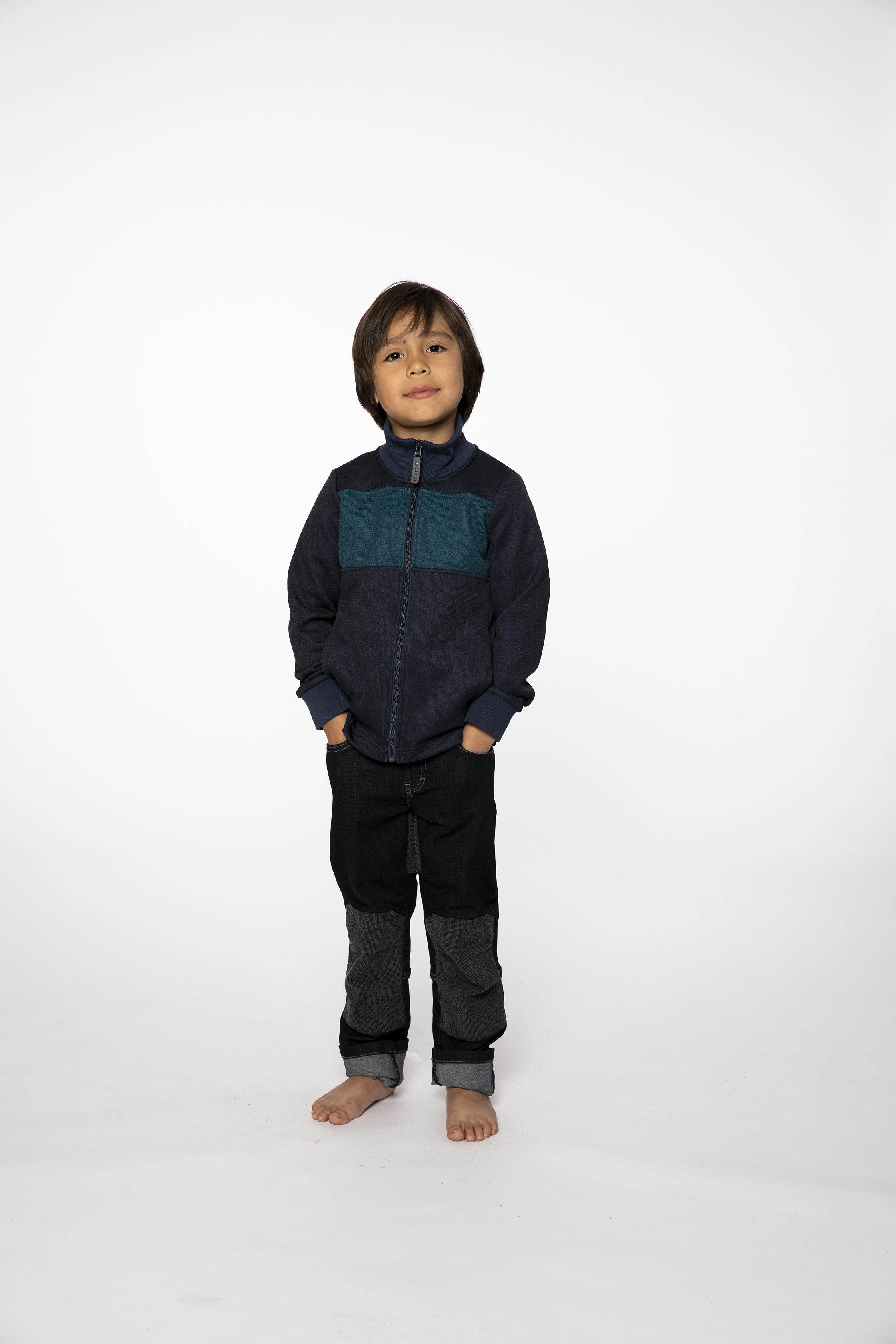 fleece jacket:  JUMPINGJACK   denim pants:  BESTBOY