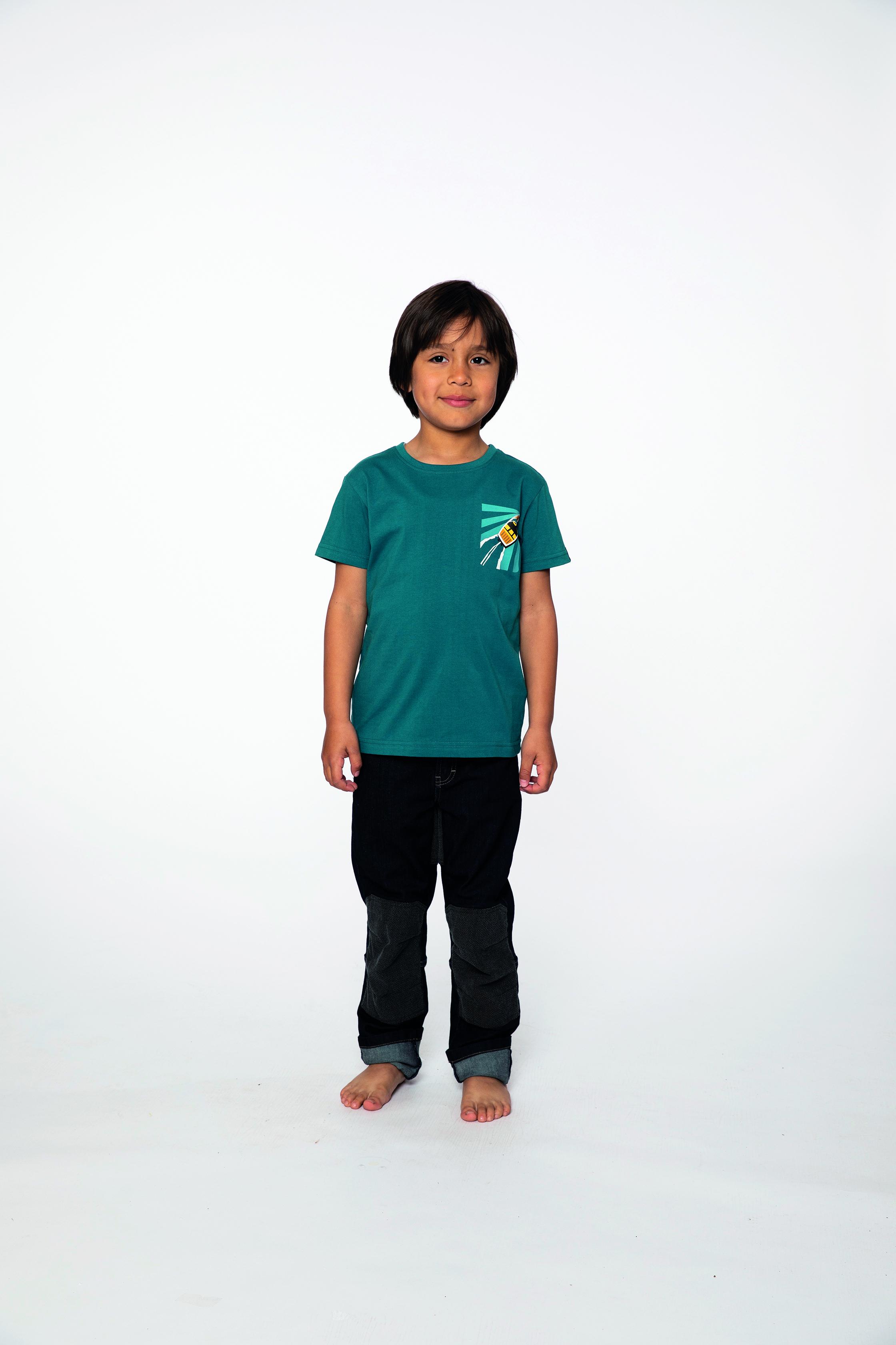 t-shirt:  SPEEDBOAT   denim pants:  BESTBOY