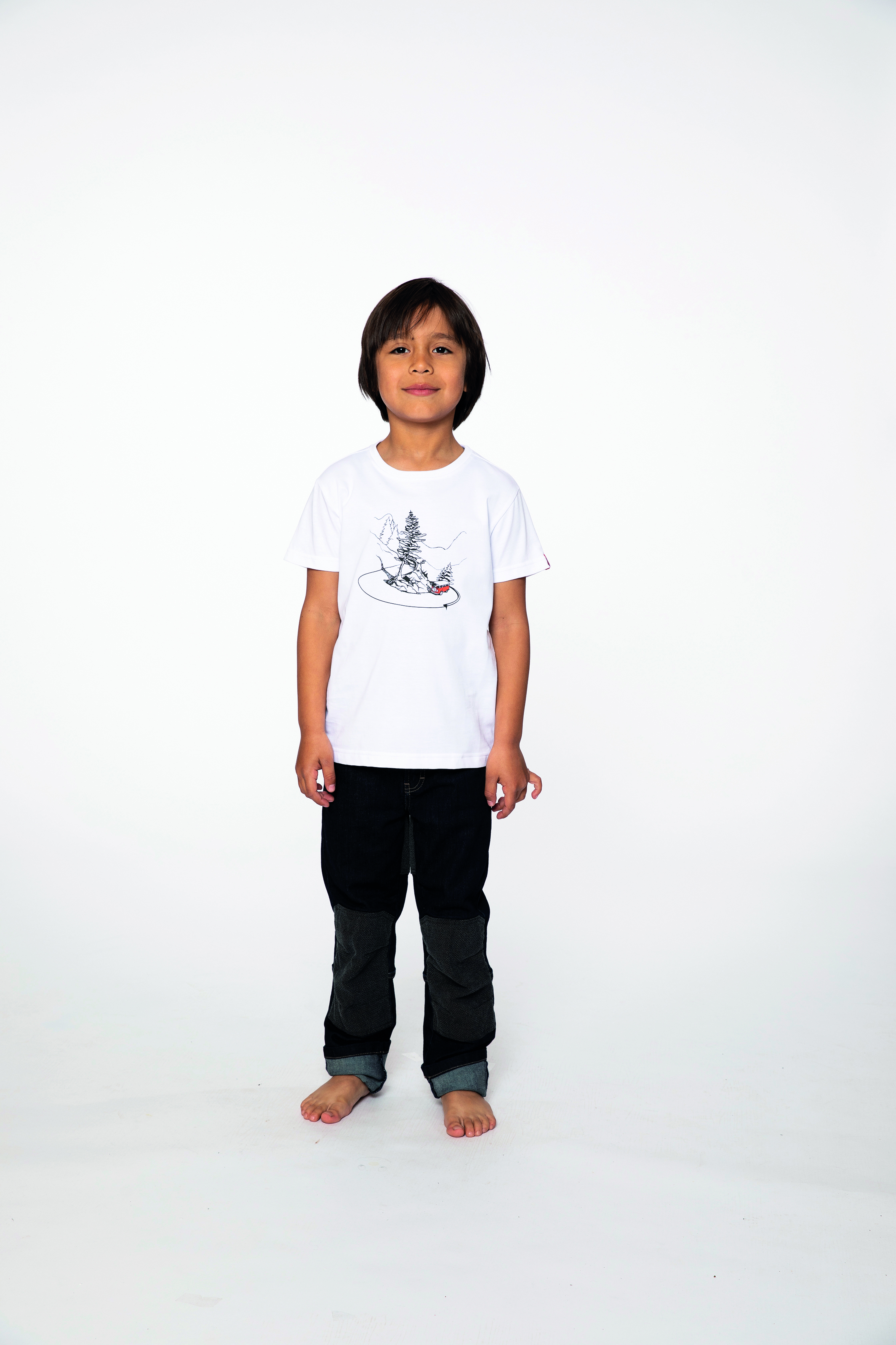 t-shirt:  CURVYBUS   denim pants:  BESTBOY