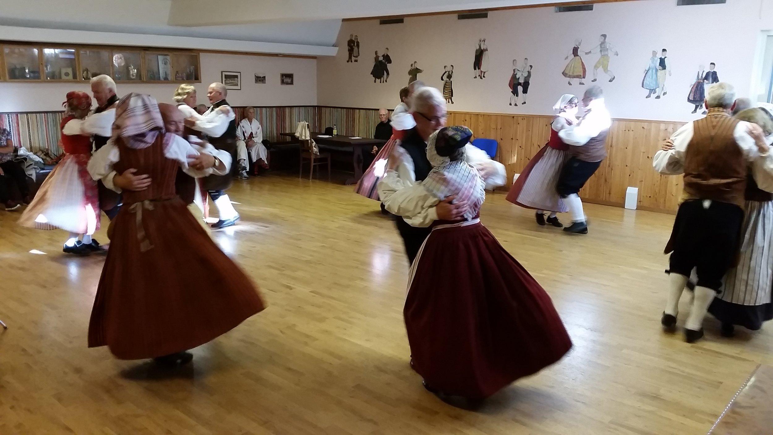 Hemgårdens Folkdanslag i full fart Kulturnatten 2015