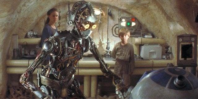 R2-D2 meets C-3PO