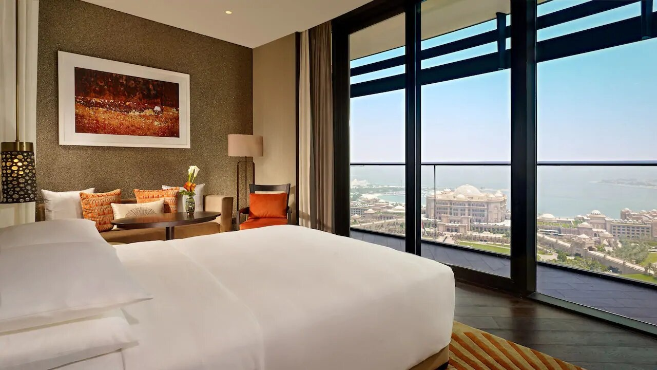 Grand-Hyatt-Abu-Dhabi-P105-Rooms-Bed.16x9.jpg