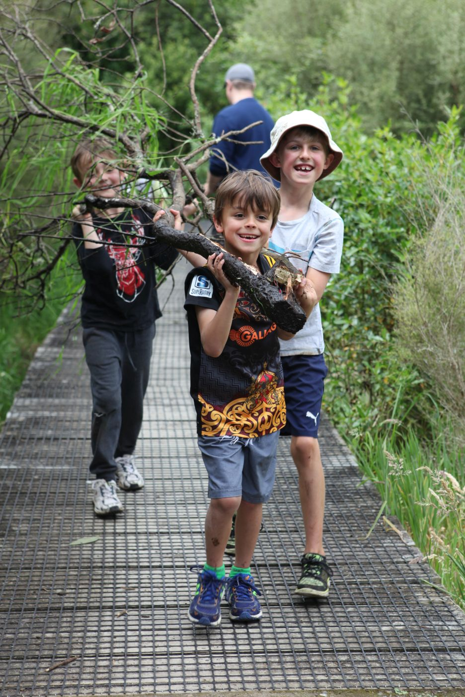 Act-of-Kindness-Volunteer-Waikato-River-Trails-Young people mucking in on AOKs clean up project with Waikato River Trails Nov 2017.JPG