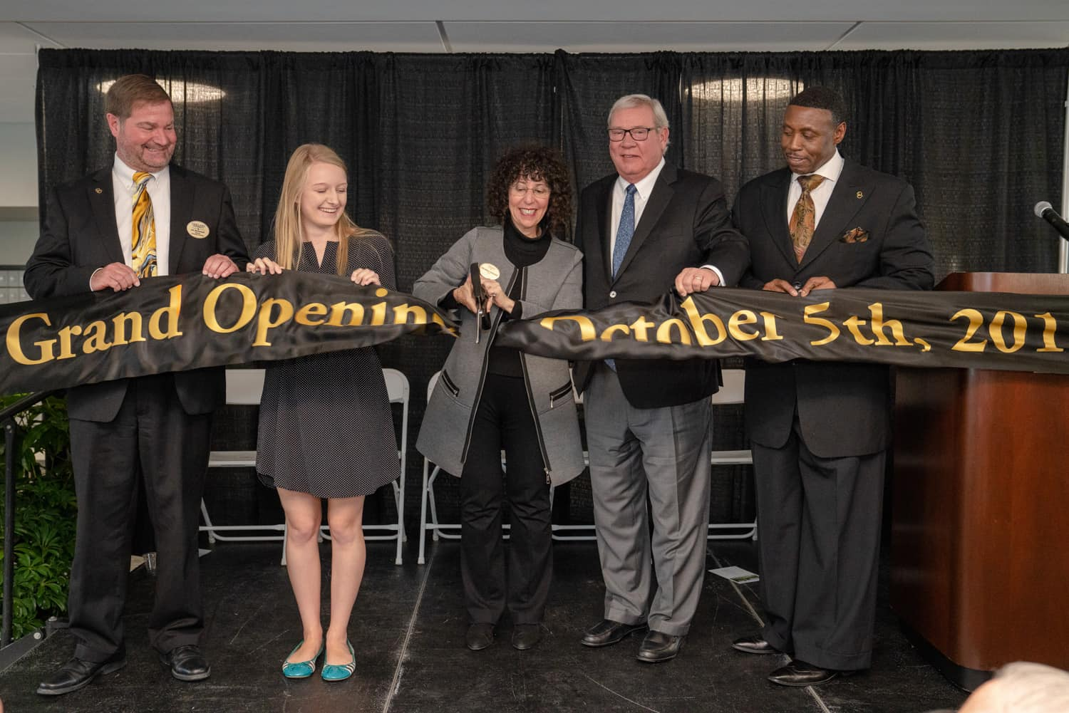 Oakland University president Ora Hirsch Pescovitz cutting ribbon during Hillcrest Hall grand opening.
