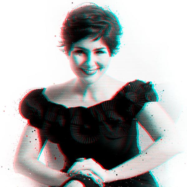 """Sylvia Ramírez - Catalogada como una de las 12 voces más influyentes de América Latina por LinkedIn, Sylvia Ramírez es abogada y máster en Derecho Administrativo. Es máster practitioner en Programación Neurolingüística y coach ejecutivo certificada en España. Es profesora de posgrado en Felicidad, Liderazgo, Marca Personal y Psicología del Consumidor y sobre estos temas es colaboradora habitual en los principales medios de comunicación de Colombia.Más de 45.000 personas han asistido a sus seminarios a nivel internacional. Es la autora del best seller """"Felicidad a prueba de oficinas"""" y Centrum (la primera escuela de negocios de Latinoamérica), la ha destacado como """"Referente en Felicidad y Personal Branding en Latinoamérica""""."""
