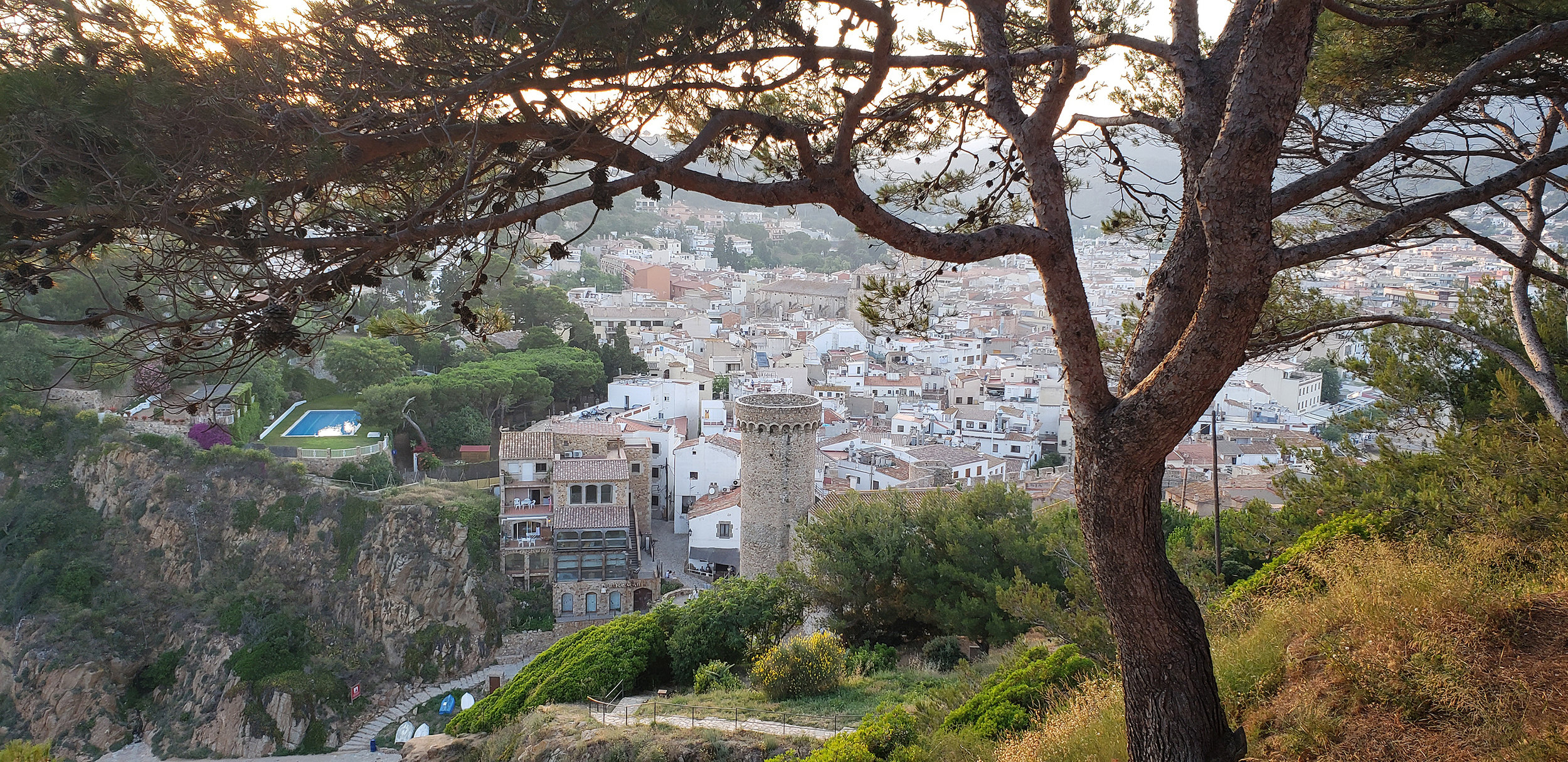 Vista over the old town from Cap Tossa.