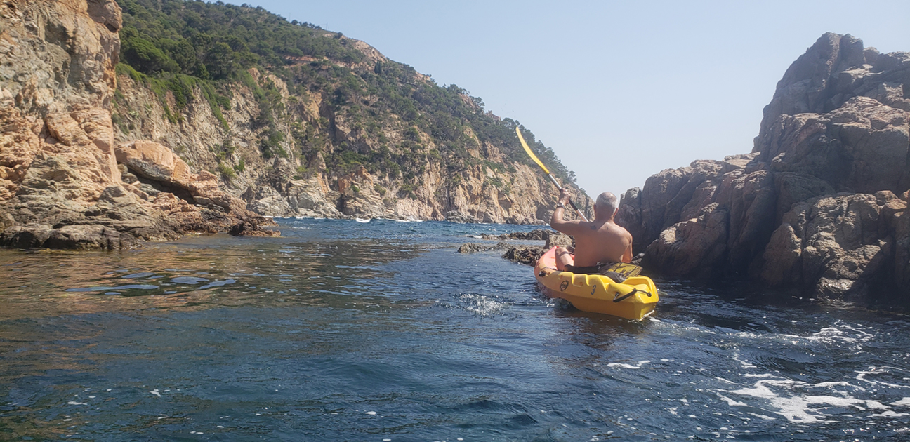 The Wet Littoral is explored as the intersection between land and sea; the kayak allows for the inspection of a unique landscape.