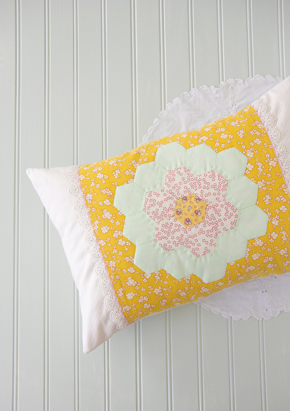 EPP_hexagon_Pillow20160126_05_web