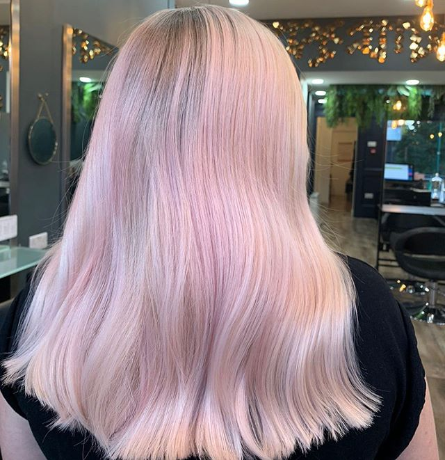 You need to check out or story to see how this hair journey began , this is what we call  a healthy bleach up by our Lead artist @lisa_cut_social  #wecantcope #marshmallow #rootshadow #healthybleachup #joico #weareartists #socialites