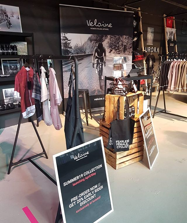Entdeckt auf der @kolektif.bike.fair in Berlin am Wochenende. Fahrrad Bekleidung spezielle für Frauen. Desiged in München produziert in Italien. Schaut mal rein und sagt mir was Ihr denkt, Eure Meinung interessiert mich!  #cycling #cyclingfashion #cyclingapparel #womancycling #bikes #woman #rideinstyle #design #radrace #kolektif #kolektifbikefair