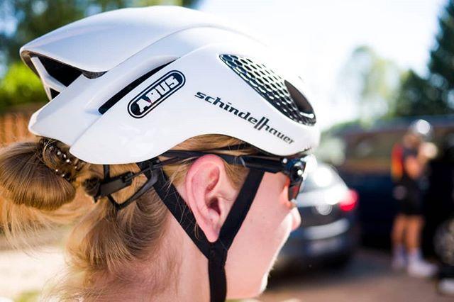 Safety first! Style second! 📸 @sauron_daniel  #werbung #schindelhauer #schindelhauerbikes #teamschindelhauergates #abuscycling #oakley #bike #helmet #gamechanger🏴 #abusgamechanger #cyclingapparel #bike #sundayride #rideinstyle Werbung durch Markennennung