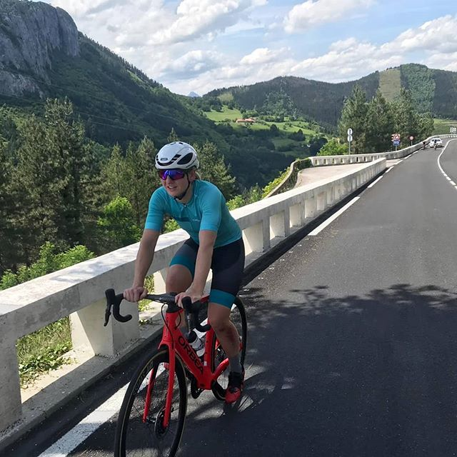 """""""Hör auf zu träumen!"""" Mach dein Hobby zum Beruf! Wer sich traut, wird zwar selten reich, aber häufig glücklich.  Seid über 15 Jahren ist Radfahren für mich Beruf und Leidenschaft, ich habe es an keinem einzigen Tag bereut.  #passion #cyclingapparel #cyclingshoes #cyclingpassion #bikes #bike #racebikes #orbeabikes #myo #myoOrbea #pullbacknotdown #rideinstyle #cyclingapparel #mountains #spain #cycling #cyclingfashion #rideinstyle"""