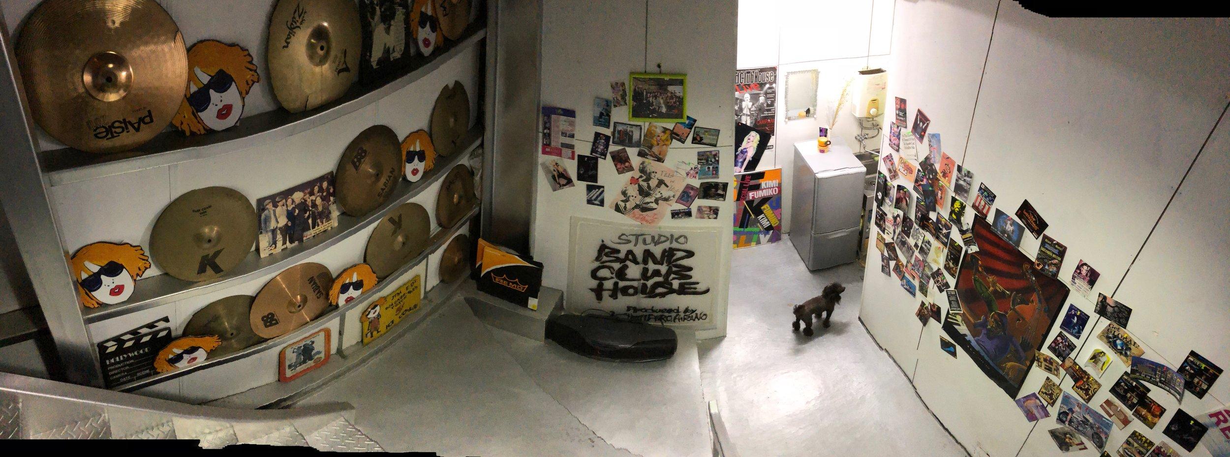 スタジオの廊下.jpg
