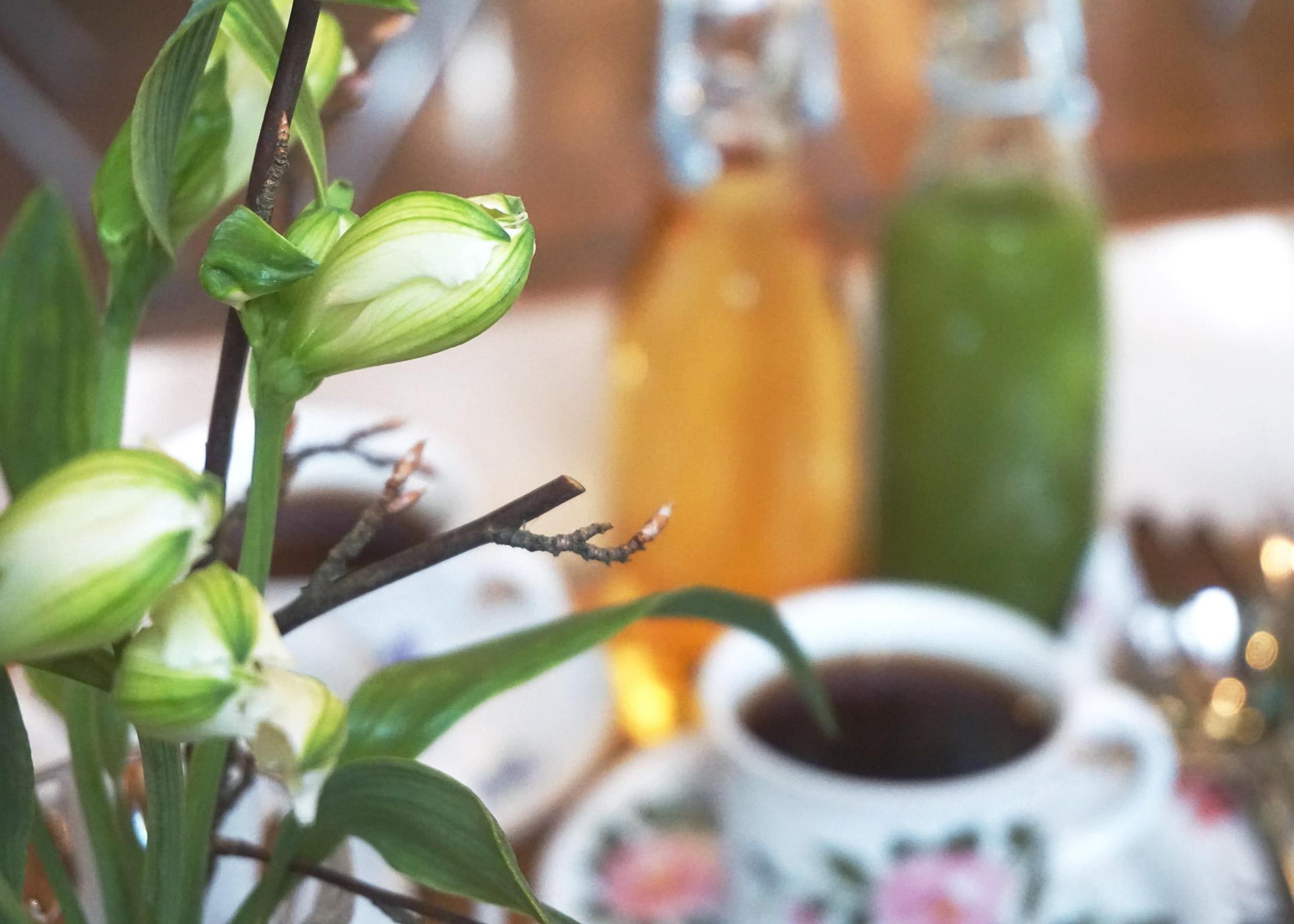 ek-cafe-victor-aamiainen-poyta-kukat.jpg