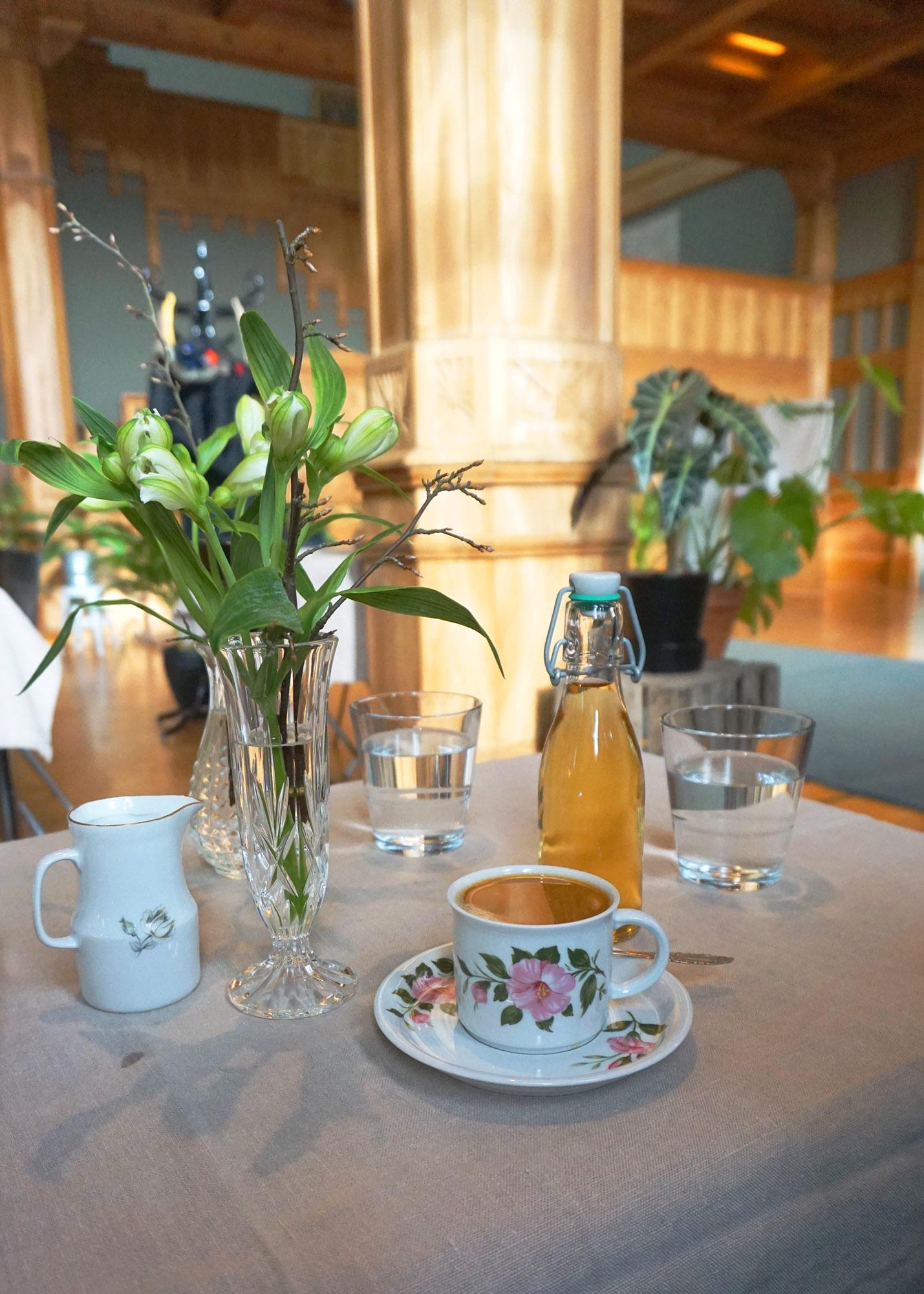 ek-cafe-victor-aamiainen-poyta.jpg