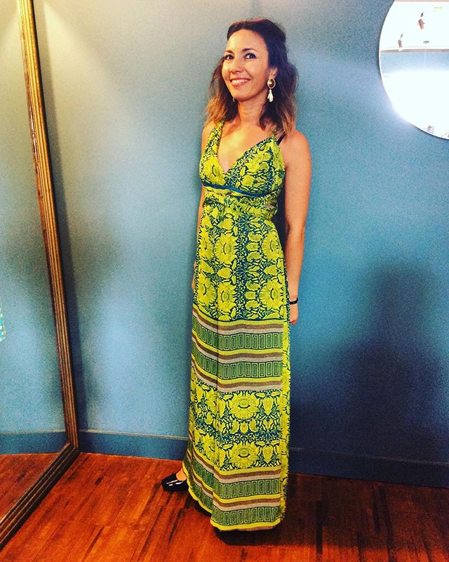 Gorgeous Chantal from @madateliermadatelier looking trés chic on her Dolcequela silk jumpsuit. We have them in lots of crazy beautiful prints and colour ways. Perfect for wedding season and holidays 🧜‍♀️💚🌼 #retrouvevintage #sustainablefashion #vintagestyle #jumpsuit #silk #broadwaymarket