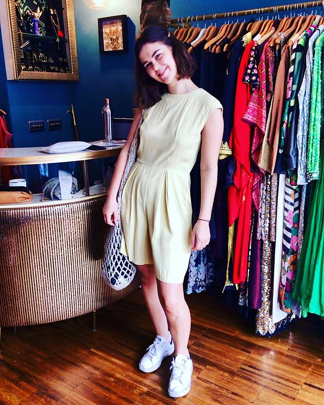 How adorable does she look on this vintage lemon yellow playsuit? Loved it so much she decided to change into it for the day 🥰 We have many more playsuit in stock come see them 💚#retrouvevintage #sustainablefashion #vintagestyle #playsuit #vintageplaysuit