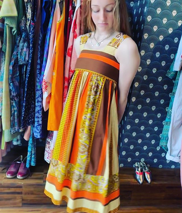 Suns out, rums out! And this dress of course in sunshine golds and yellows. Available in #retrouvevintage #broadwaymarket today till 6pm #sustainablefashion #vintagestyle @broadwaymarket