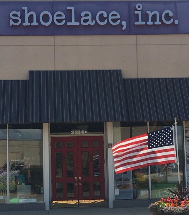 Happy 4th of July!!! We wish everyone a safe and happy holiday, if you want to cool off come see us today, we are open until 6pm 🌞🇺🇸 #shoelaceinc #algonquincommons #4thofjuly #shoplocal #shopsmallbusiness